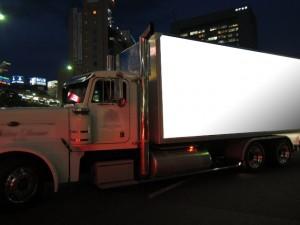 関西企画 車両広告アメリカントラック5号車夜間